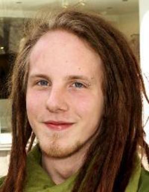 Anton Fladvad, 18 år, Vemdalen:– Ja, periodvis – för att orka med plugget. Det hjälper för stunden, men sedan kraschar man och det går inte att plugga.