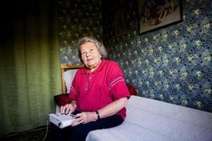 Agneta lyssnar på taltidningen varje dag.