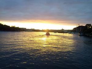 Solnedgång vid Djurgårdsbryggan i Stockholm