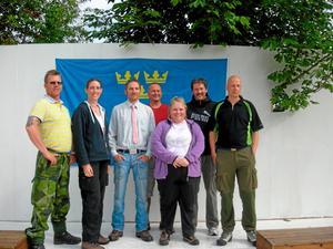 Råsboskyttar är vi allihopa, från vänster Roger Björkman, Linda Svensson, Robert Råsbo, Lars Wistedt, Monica Hjertqvist, Martin Råsbo coh Jan Hjertqvist.