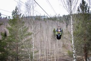 Anders Malmberg åker zipline.