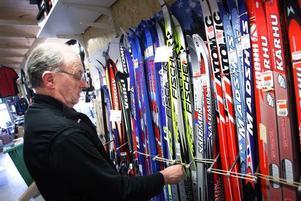 –Trots att cykelsäsongen dragit igång kan vi inte plocka bort skidorna innan påsken är över, säger Bengt Sjöström.