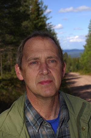 Besviken. Herje Dahlin är besviken och ledsen sedan en markägare förstört en märklig fornlämning söder om Evertsberg.