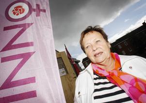 Tunga moln svävar över Strömsund. Arbetslösheten och Sverigedemokraternas frammarsch oroar kommunalrådet Gudrun Hansson (S) inför valet.   – Vi måste bli bättre på att redovisa fakta och ta diskussionen med Sverigedemokraterna, säger hon.