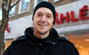 Robert Edlund, Östersund– Den verkar inte riktigt bra. Om det fanns ett abonnemang för att ladda ner musik och filmer på nätet skulle i alla fall jag betala en slant i månaden för att ha den lagliga rätten att hämta hem material.