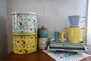 Det är mycket burkar hemma hos familjen Bergholm/Ljung. Några används som blomkrukor, andra är förvaring eller bara prydnader.