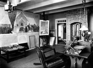 Bild från ateljén, Carl Larsson arbetar med sin mest omstridda målning - Midvinterblot, som var klar 1915.