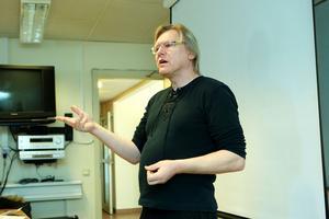 Leif jakobs – tar debatten för ambulanssjukvården i länet.