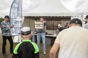 I montern hos det lokala bryggeriet från Tännäs, Härjebrygg, kunde man testa om man var en Stor Stark. Rekordet i att hålla en back full med ölflaskor låg på 1 minut och tre sekunder när TH var där och tittade. Rekordet var nära att bräckas av mannen på bilden som höll ut en hel minut innan han gav upp.
