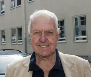 Sven-Olov Sundvik, 72– Ja, det lär finnas en anledning till att de gripit en person, de har säkert kött på benen.