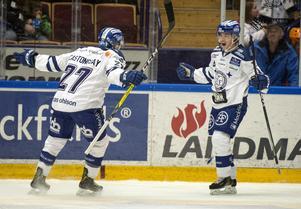 Leksands Oskar Lang, till höger,  jublar efter 1-0  mot Luleå.