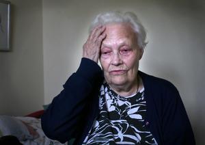 Ont. Dagmar Danielsson har ont i ögat, huvudvärk och ser dåligt. Därför går hon vidare till Patientnämnden Dalarna med sitt fall. Foto:Thomas Isaksson