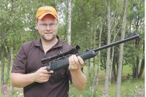 Johan Karlsson från Högarna är en av fyra länsinstruktörer i jaktskytte.