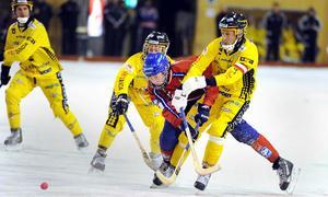 Jumbon Vetlanda bjöd segt motstånd, men Edsbyn fick upp tillräckligt med fart för att vinna med 4–2.