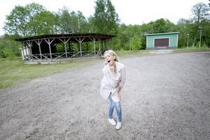 Holmarna i Skutskär, där Cilla Domstad har tagit över verksamheten sedan förra året, är en av områdets mest profilerade folkparker.