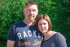 Olivia Backlund i Ånge donerar sitt hår till Barncancerfonden efter ett förslag från pappa Thomas.