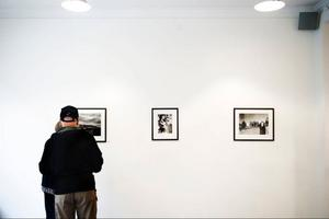 Östersundsfödda fotografen med artistnamnet Severus Tenenbaum ställer ut på Bolins.