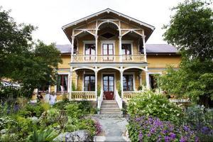 Det så kallade riksdagsmannahuset i Fanbyn har varit Peter och Wictoria Boijes hem sedan 2004.