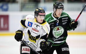 Skellefteåprodukten Sam Marklund är ett av Timrås nyförvärv. Här i Västerås vita matchdress.