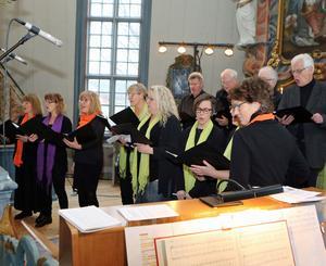 Vemdalskören underhöll med en blandad repertoar vilken innehöll såväl högtidliga som lättsamma sånger.