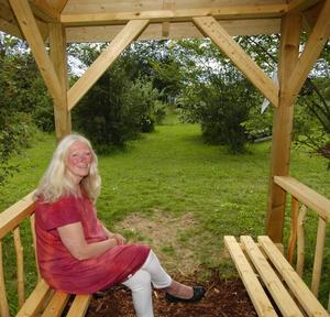 Konsult. Charlotta Ek-Åhrberg är nöjd med nya lusthuset. Foto:Mikaela Larm