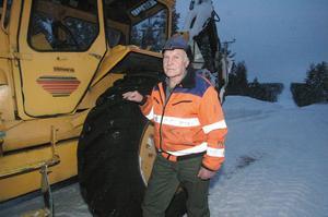 - Det var ett tag sedan jag såg några vargspår. De rör nog inte på sig så mycket i den djupa snön, säger Alf Albertsson.