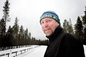 Sigge Bryntesson på stadion i Rossön. Han lovar fina tävlingar när Sigvard Jonssons minneslopp avgörs till helgen.– Det har kommit mycket snö bara de senaste dagarna och det kommer att bli jättefina förhållanden. På tisdagen var det omkring 150 anmälda till tävlingen. Sista anmälsningsdag är i dag, onsdag, men sedan går det naturligtvis att efteranmäla sig också.