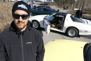 Jimmy Perssons gula Audi 80 är visserligen tänkt för tävling men också möjlig att ta en tur på stan med.