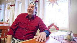 Micke Salminen ordnar julfirande för ensamma.