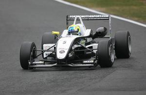 Nära pallen. Sebastian Hohenthal var bara hundradelar från att få kliva upp på pallen i det första finalracet på Donington Park. Nu slutade han fyra. I den andra finalen noterades Moraföraren för det klart snabbaste varvet av alla.