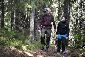 Skuleskogens nationalpark genomkorsas av nära tre mil vandringsleder. Naturen skiftar från gammal granskog till öppna berghällar, och de stora höjdskillnaderna kan bitvis göra vandringen ganska krävande.