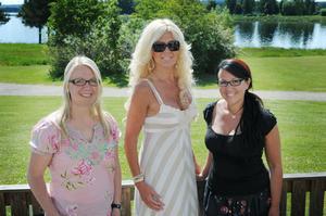 Reporter Lina Kronberg, Hollywoodfrun Maria Montazami och fotografen Katarina Hansson.
