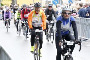 Ragnar Wadstein från Köping prickade nästan exakt 14 timmar runt Vättern.