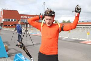 Sebastian Samuelsson, Sollefteå, är svenskt skidskyttes största affischnamn för framtiden efter guld och silver i ungdoms-OS. 18-åringen vill dock skynda långsamt.