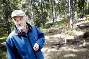 övertygad. Arkeologprofessorn Kjel Knutsson är övertygad om att de fynd som gjorts vid utgrävningen i Järbo är starka bevis för att bosättningen kan vara den äldsta som har hittats i Mellansverige där man har gjort samma fynd som har gjorts vid utgrävningar längs norska västkusten och i Finland och i Danmark.