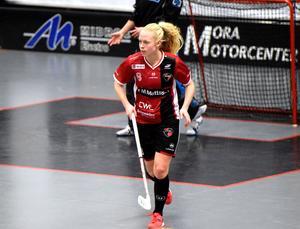 Malin Lundquist, Kais Mora