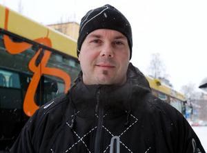 Stefan Nordgren, Lugnvik.– Ja, i dag var första gången jag åkte buss på tre år. Min bil har pajat. Det har blivit lite dyrare på de här åren, men jag är nöjd.