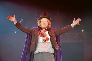 Chef. Cirkusdirektören själv, Heinrich Hoffman, spelad av Carl Guldbrand.