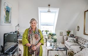 Gittan Olofsson har flyttat in i en av de tre vindsvåningarna. Nu följer hon med stort intresse hur resterande kvarter växer upp.