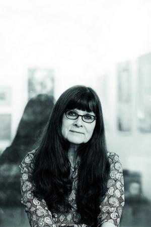 Ann-Charlotte Alverfors skriver koncist om livets skörhet  i
