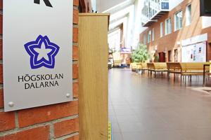 Tre stundenter vid Högskolan Dalarna stängs av efter att ha ertappats med att fuska.