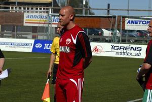 Comeback. backen Johan Adolfsson spelar mot Östersund i dag. Men Falu FK har ändå problem. Mittbacken Johan Ejelöv är knäskadad och succémålvakten Janne Kivineva har också dragit med problem under veckan. Foto:MarkusJosefssonFoto:Markus Josefsson