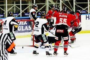 Magnus Nilsson klappade in 2–0-målet.