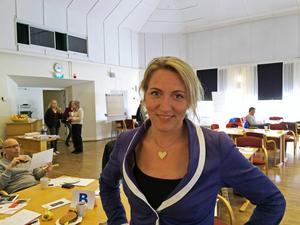 Det går inte att rädda landsbygden genom att sätta upp en cafe latte-bar tycker forskaren Maria Almli vid Norska högskolan på en konferens i Hudiksvall arrangerad av Tillväxtverket, Resurs X och Hudiksvalls kommun.