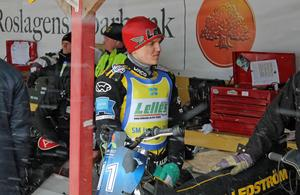 Ove Ledström inledde tävlingen strålande inna han efter två heatsegrar och en andraplats tvingades kasta in handduken efter en otäck skada i underarmen sedan han fått närkontakt med Niclas Svensson hjul under en omkörning.