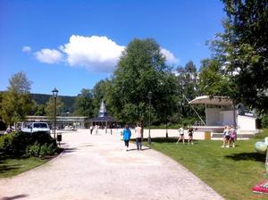 Det var glass- och bangolfväder i Badhusparken på tisdagseftermiddagen.