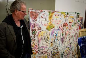 Jöran Österman har gått igenom nästan alla verk som Gunnnar Greiber donerat till Nordanstigs kommun. Den här tavlan målade konstnären inför högstadieelever i Bergsjö skola i början av 2000-talet. Arkivbild