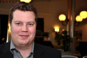 Magnus Holmvall tänker, inom en ospecificerad framtid, vara med och lotsa Sundsvall upp i Elitserien. Gärna på Timrås bekostnad.