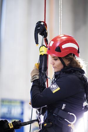 Säkerhetsbilden är allt i arbetet på höga höjder betonar 29-åringen från Gesunda.