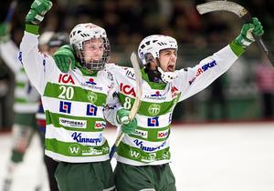 Drömmen slår in. Tobias Holmberg blir proffs.